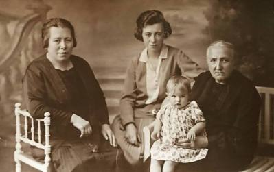 My great-grandmother Irma Deschepper (left), her mother, Virginie Strubbe (right) and my grandaunts Maria and Laura, c1925