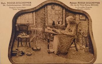 Promotional postcard for Huis Roose-Deschepper, Brugse Kantwerkster, 1920s