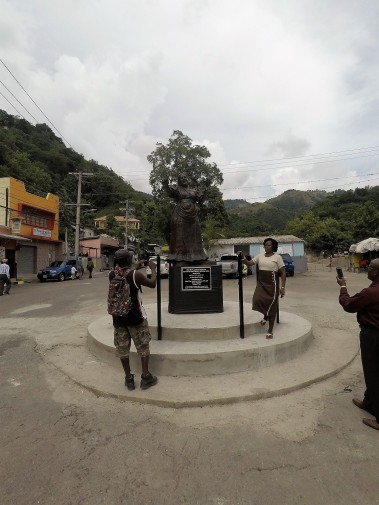 Basil Watson - statue of Miss Lou (2018, Gordon Town) - the photographers in action