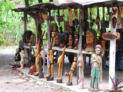 Fern Gully carving stall, c2003 (photo: Marc Rammelaere - all rights reserved)