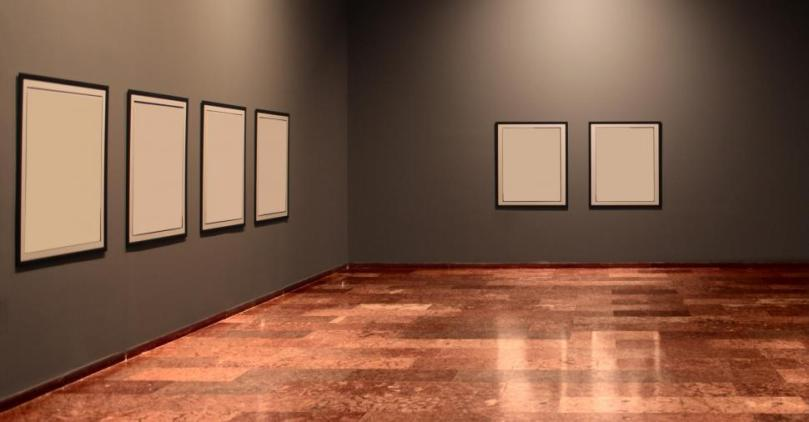 empty-art-gallery-in-museum