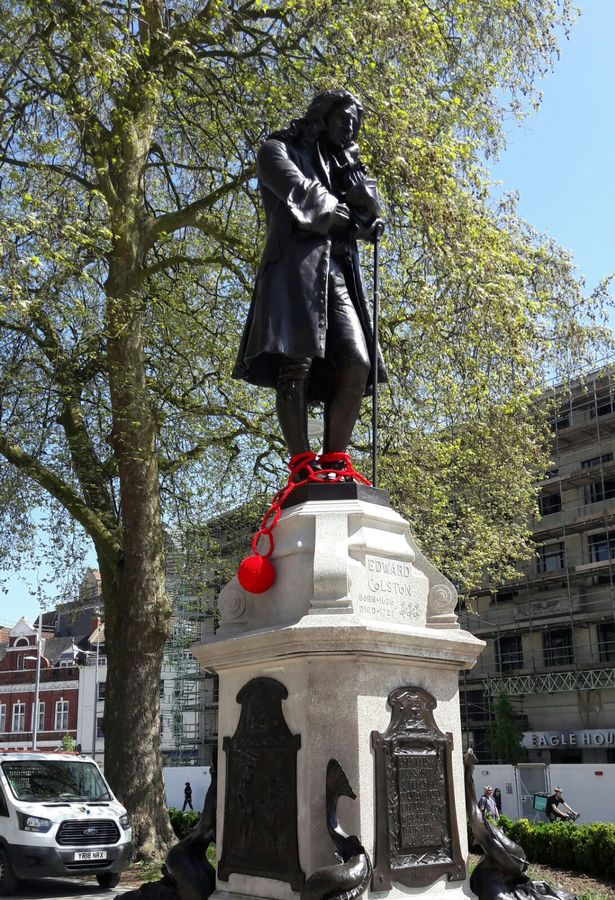 Yarnbombing-Edward-Colston-statue